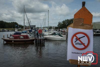 750 deelnemers deden mee aan de RamboRun, een survivalrun rond en door de binnenstad en haven van Elburg. - ©NWVFoto.nl