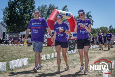 Het indrukwekkende evenement SamenLoop voor Hoop heeft voor het KWF op het Burgemeester Bode Sportpark in Elburg € 76.438,- opgebracht. - ©NWVFoto.nl
