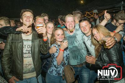 Zaterdag avond was het slot van een week Kokki's viert de zomer aan de Singel op 't Harde, met artiesten en veel gezelligheid. - ©NWVFoto.nl