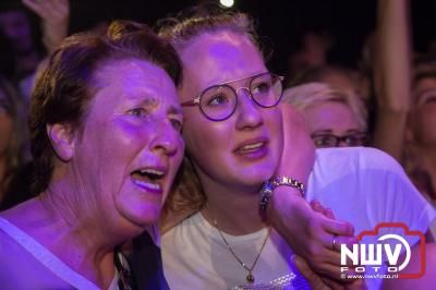 Nederlandstalig muziekfeest was volledig uitverkocht, 7000 man vierde een feestje in de tent van het Mega Piraten Festijn aan de Koeleweg in Oldebroek. - ©NWVFoto.nl