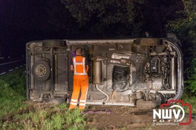 Busje op zijn kant na ongeval met edelhert op Eperweg N309 'tHarde. - ©NWVFoto.nl