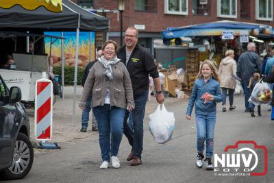 Ondanks het wat mindere weer, kwamen de Oldebroekers massaal naar de schapenmarkt - ©NWVFoto.nl