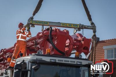 Betonpomp vrachtwagen komt tot stilstand tegen aquaduct N302 Harderwijk. - ©NWVFoto.nl