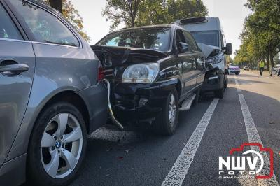 Twee gewonden bij kettingbotsing met vijf auto's op de Zuiderzeestraatweg West Doornspijk. - ©NWVFoto.nl