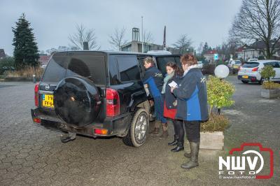 Stichting Karbietfeest trakteert honderden oliebollen. - ©NWVFoto.nl