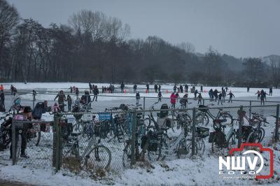 Hard werken door ijsvereniging 'tHarde wordt beloont met mooi ijs.  - ©NWVFoto.nl