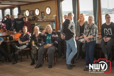 Gezellig muziek feestje op het water georganiseerd door Kokki's cafe uit 't Harde. - ©NWVFoto.nl