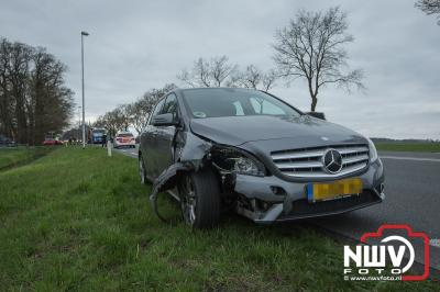 Gewonde bij ongeval met auto en scooter op de Zuiderzeestraatweg in Wezep. - ©NWVFoto.nl