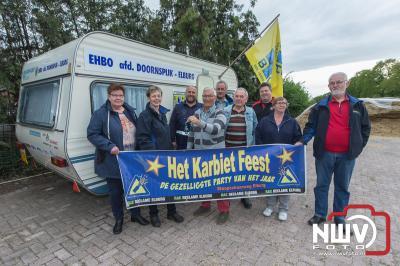 Karbietfeest overhandigd grotere caravan aan EHBO afdeling Doornspijk-Elburg. - ©NWVFoto.nl