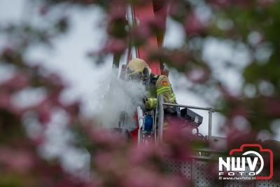 Schoorsteenbrand rietgedekte woning aan de Zuiderzeestraatweg in Oldebroek - ©NWVFoto.nl