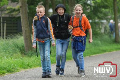Avondvierdaagse in Elburg van start met miezerig weer. - ©NWVFoto.nl