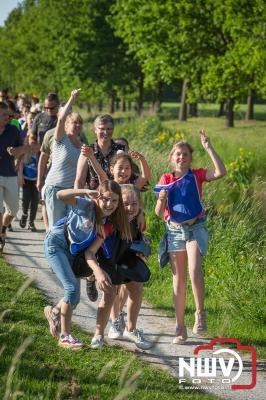 Donderdagavond wandelde de 5 km langs de Puttenerbeek om vervolgens weer via Oostendorp terug naar het voetbalveld te wandelen. - ©NWVFoto.nl