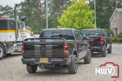 Amerikaanse auto's, motoren en trucks rond de New Break op 't Harde, trokken veel bezoekers. - ©NWVFoto.nl