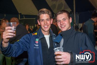 Twee avonden organiseert de 5 meter bar een tentfeest op 't Harde met als doel de Veluwse Wens Ambulance financieel te onder steunen.. - ©NWVFoto.nl