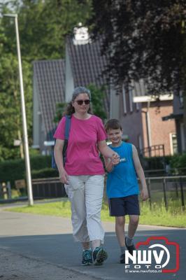 Tropisch weer tijdens de start avondwandel 4 daagse op 'tHarde. - ©NWVFoto.nl