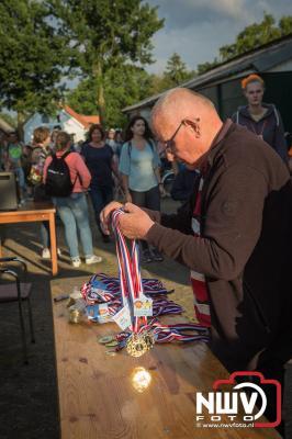 Het was een feestje, het defilé van de avondwandel 4 daagse op 't Harde. - © NWVFoto.nl
