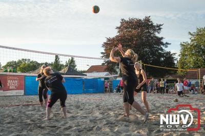 sv 'tHarde organiseerde samen met Kokki's cafe een beachvolleybal toernooi op het grasveld aan de Singel op 't Harde.   - ©NWVFoto.nl