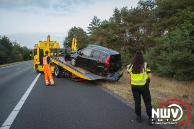Auto beland na wat koprollen in struiken aan aan rechterkant van de snelweg 'tHarde -Wezep - ©NWVFoto.nl