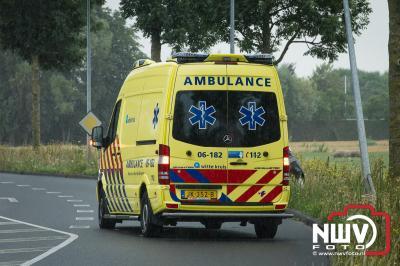 Jonge dame raakt van de weg en ramp lantaarnpaal.  - ©NWVFoto.nl