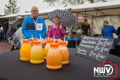 Ondanks de regen was het gezellig druk op de schapenmarkt in Oldebroek.  - ©NWVFoto.nl