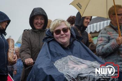 Ondanks de regen was het gezellig druk op de schapenmarkt in Oldebroek.  - © NWVFoto.nl