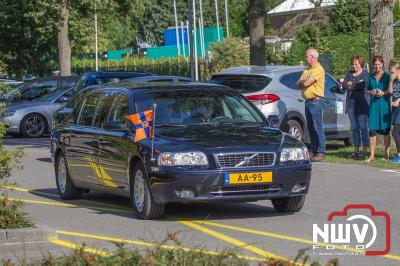 Prinses Beatrix bij 60ste landelijke campagnedag Zwaluwen Jeugd Actie bij sv tHarde. - ©NWVFoto.nl