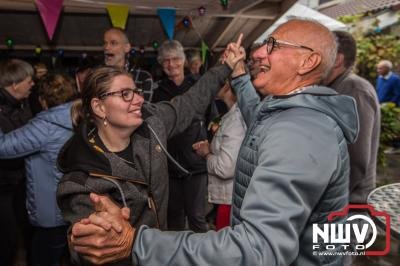 Diverse bedrijven hebben meegewerkt om de bewoners van de Steenrots een mooi feest te geven. - ©NWVFoto.nl
