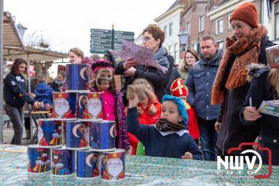 Kinderen konden zaterdag hun pieten diploma behalen op de vischmarkt in Elburg. - ©NWVFoto.nl