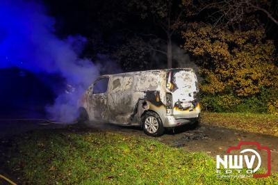 Bestelbus volledig uitgebrand Spijkweg Biddinghuizen  - ©NWVFoto.nl