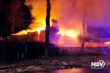 Chalet volledig uit gebrand op camping Zuiderzee Spijkweg Biddinghuizen. - ©NWVFoto.nl