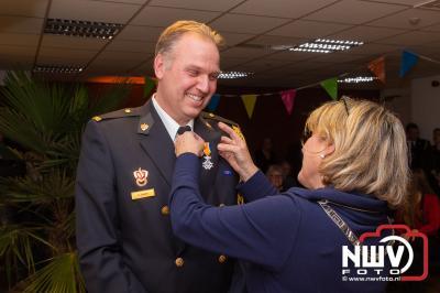 Burgemeester Tanja Hasseloop-Amsing  van Oldebroek, heeft zaterdagavond  zes koninklijke onderscheidingen uitgereikt. - ©NWVFoto.nl