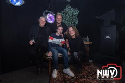 Met Ancora op de foto tijdens het feest van Jopie. - ©NWVFoto.nl