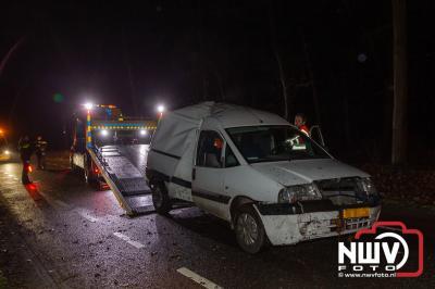 Bestuurder niet gewond na tegen boom tot stilstand te zijn gekomen. - ©NWVFoto.nl