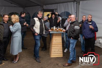 Te weinig publiek om een groot bedrag aan de Veluwse Wens Ambulance te kunnen schenken, maar gezellig was het wel. - ©NWVFoto.nl