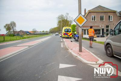 Auto bestuurder ziet motorrijder over het hoofd bij het oprijden van de Zuiderzeestraatweg in Doornspijk. - ©NWVFoto.nl