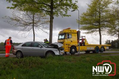 Bestuurder komt met schrik vrij na ongeval met boom op de Bovenheigraaf bij 't Loo - ©NWVFoto.nl