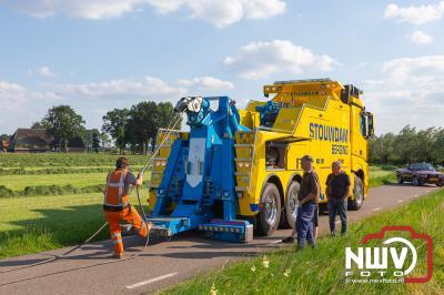 Vrachtwagenchauffeur ziet hoge gras in greppel aan voor berm. - ©NWVFoto.nl