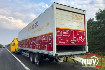 Auto rijdt achter in vrachtwagen A28 Li 55.6 , bestuurder met onbekend letsel naar het ziekenhuis. - © NWVFoto.nl