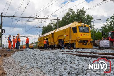 Nieuwe wissels zijn zaterdag geplaatst aan twee zijden van het station op 't Harde. - ©NWVFoto.nl