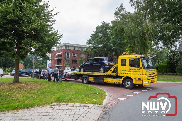 Bestuurder ziet auto van rechts over het hoofd, met een aanrijding als gevolg. - ©NWVFoto.nl