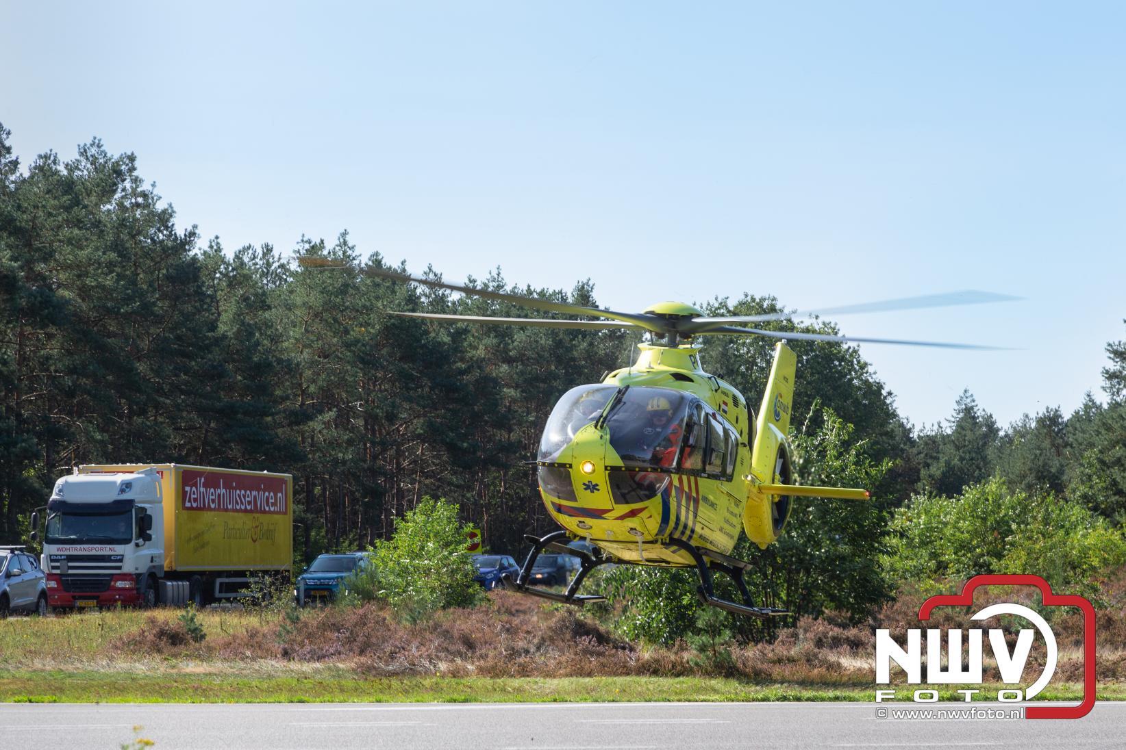Traumahelikopter landt in Nunspeet voor ondersteuning medische inzet Oldebroek - ©NWVFoto.nl