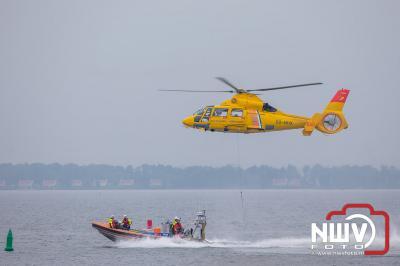 Bemanning van de KNRM boot Evert Floor door corona dit jaar helaas niet door Sar helikopter opgepikt vanaf de boot. - ©NWVFoto.nl