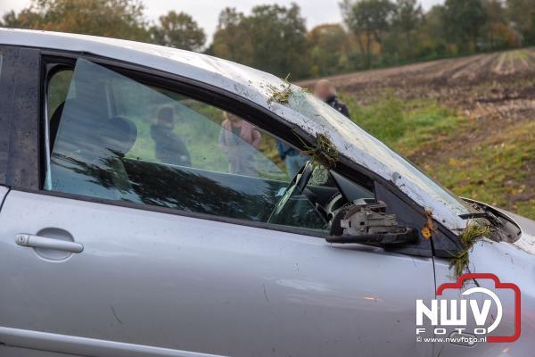 Auto slaat over de kop in bekende bocht Stadsweg 't Harde - ©NWVFoto.nl