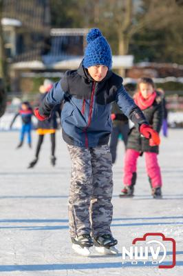 Na hard werken door de vrijwilligers van ijsbaan  - © NWVFoto.nl