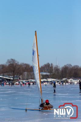 IJszeilers konden na jaren wachten weer naar hartelust zeilen op het Veluwemeer bij Elburg. - © NWVFoto.nl