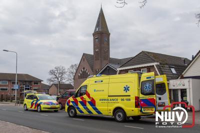 Automobilisten bieden eerste hulp bij onwel geworden dame in Doornspijk - ©NWVFoto.nl