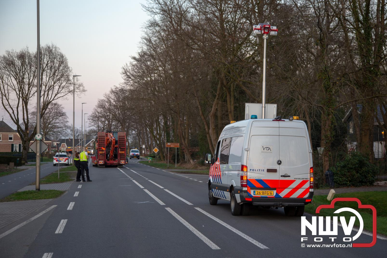 Ernstig ongeval tussen kind met fiets en vrachtwagen, traumahelikopter landt bij A28 - ©NWVFoto.nl
