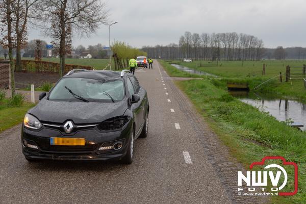 Fietser zwaargewond na aanrijding met auto Huisdijk Hoge Enk - © NWVFoto.nl