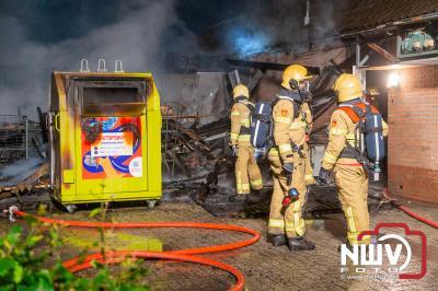 Brandweer voorkomt erger door snel ingrijpen, winkel en woonhuis gespaard gebleven in Oldebroek. - © NWVFoto.nl