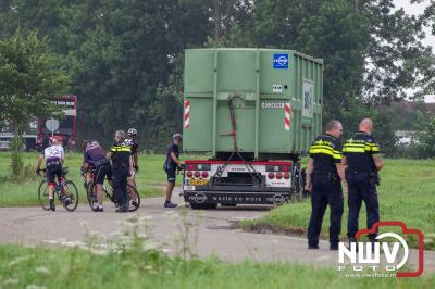 Twee wielrenners gewond na valpartij, MMT-art mee in de ambulance - © NWVFoto.nl